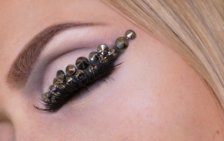 Metallic cone Eyeliner