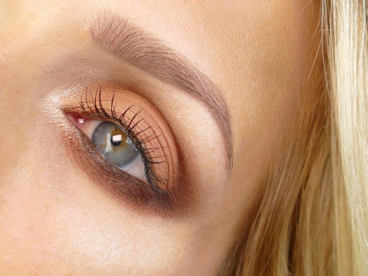 Orange ögonskugga rostar aldrig