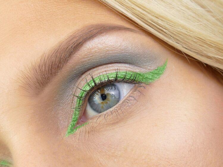 Razor Sharp Eyeliner