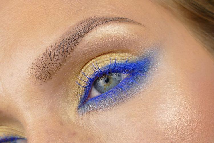 gul blå makeup