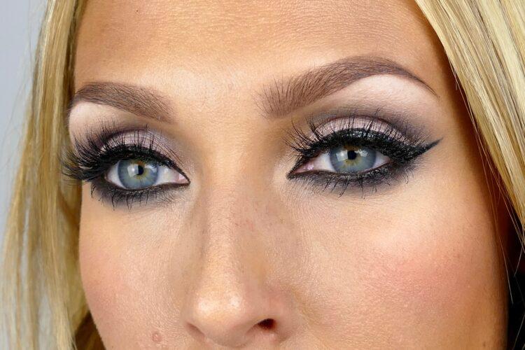 Sotade ögon eyeliner