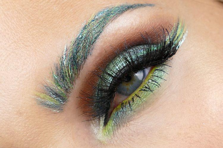 gröna ögonbryn