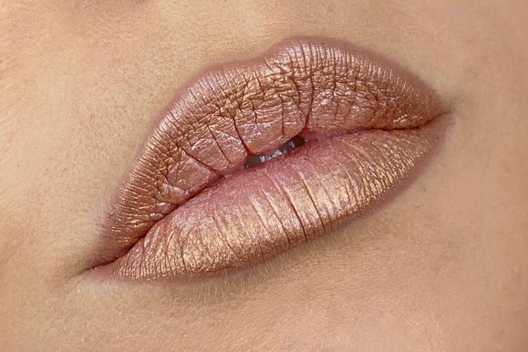 Lip paint gold