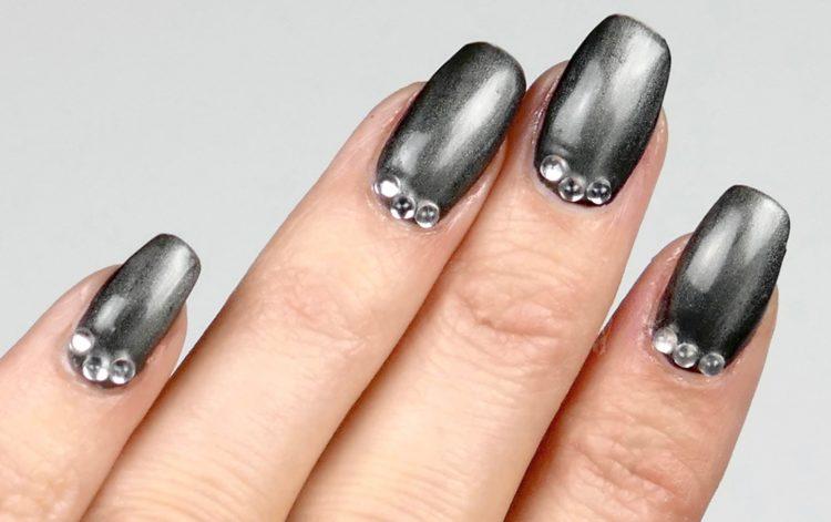 grå metaL naglar