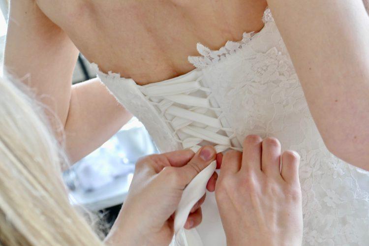 bröllopsklänning knyt