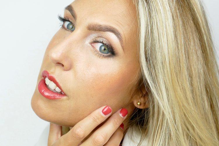 makeupbylina röda läppar