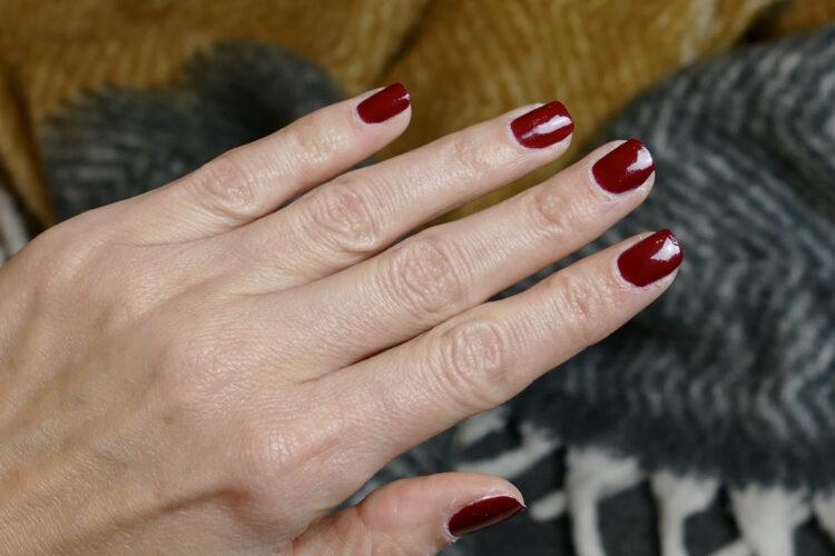 perfekta röda naglar